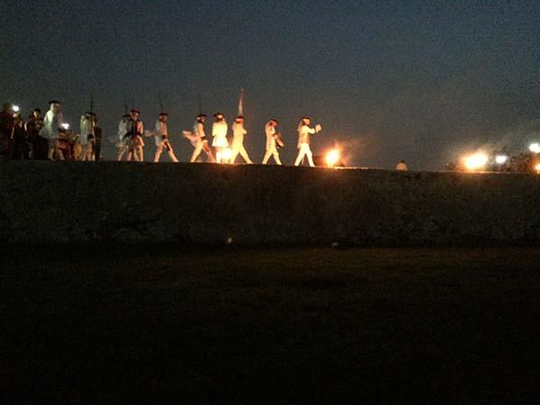 Reenactors walk along the fortifications at Parque Histórico Militar Morro-Cabaña.