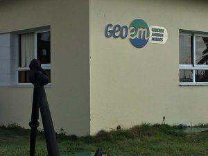 Corner of a building with GEOCUBA signage.